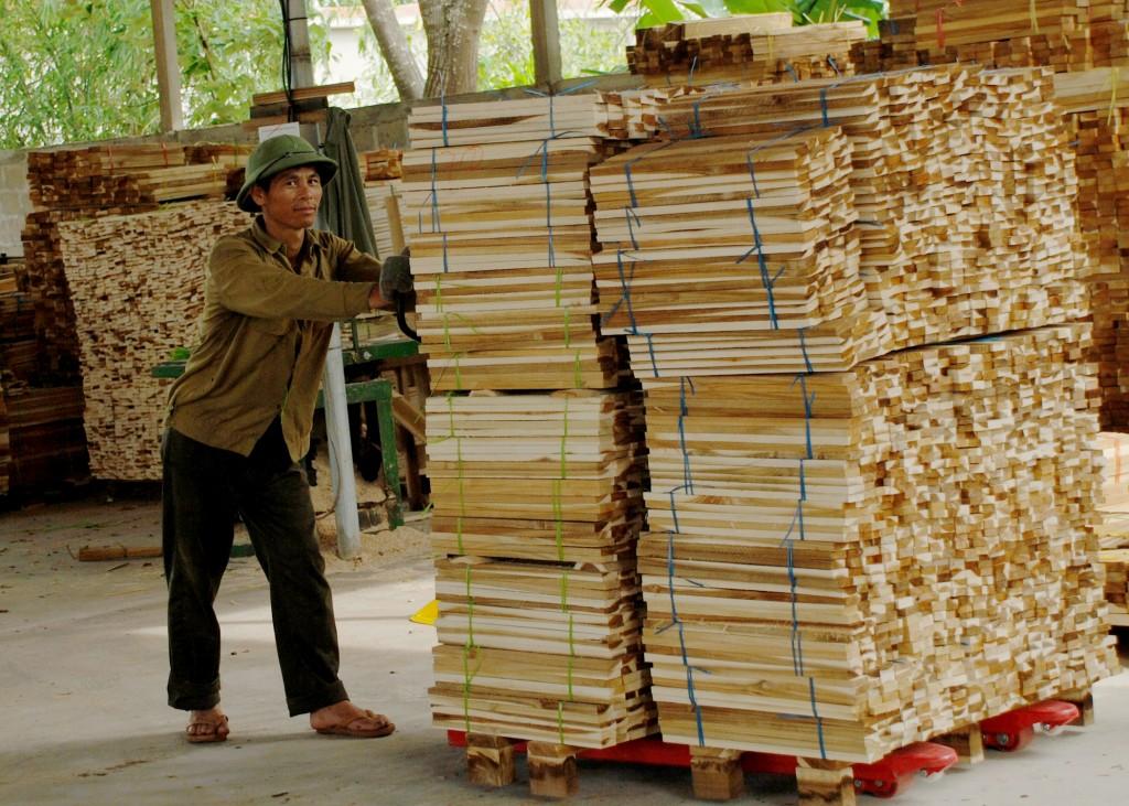 12.-Hoạt-động-sản-xuất-chế-biến-gỗ-đáp-ứng-yêu-cầu-VPA-FLEGT